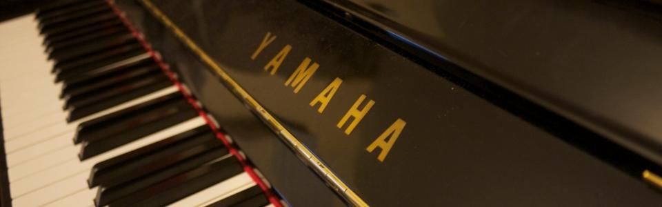 yamaha U30